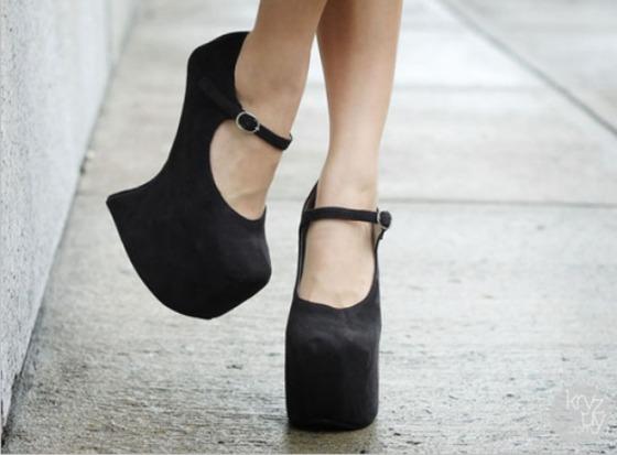 sapatos-com-salto-fantasma